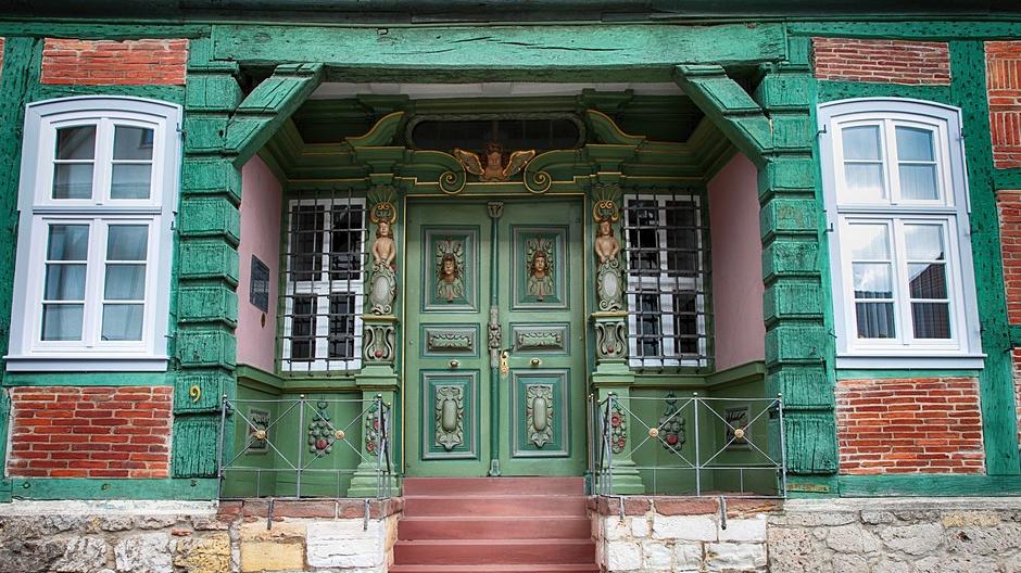 Bei der Gestaltung des eigenen Hauses kann man sich auch die Überdachung selbst aussuchen